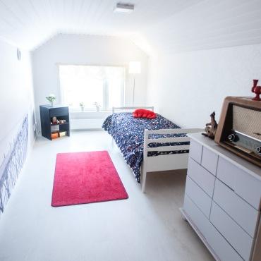 Vintti on yläkerran rauhallinen pieni makuuhuone.